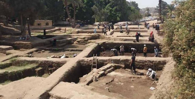 """عثور أثري جديد في مصر.. اكتشاف مقابر """"قطط محنطة"""""""