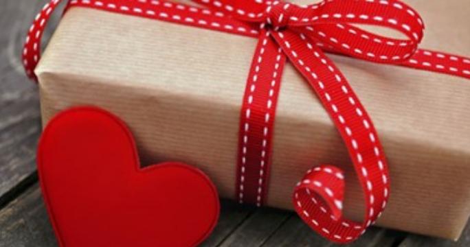"""احتفال المصريين بعيد الحب أو الفلانتين """"valentine"""" وطرق احياءه برومانسية"""
