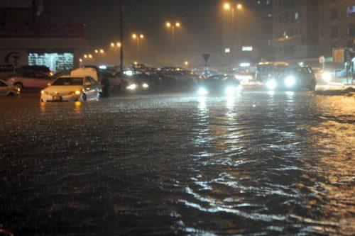 الكويت.. تشكيل فريق جديد وأقر إجراءات لمواجهة مترتبات السيول في البلاد