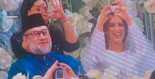 ملك ماليزيا يتزوج ملكة جمال روسيا بعد اعلان اسلامها