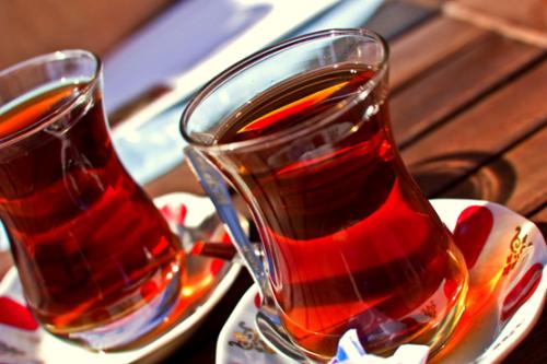 ماذا يفعل الشاي في جسمك بعد تناول وجبة الطعام؟