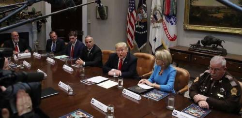 الرئيس الأمريكي يبرر انسحاب القوات من سوريا بشكل مفاجئ