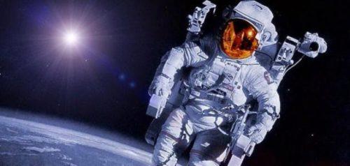 ما هو سبب عدم قدرة رواد الفضاء المشي على الأرض