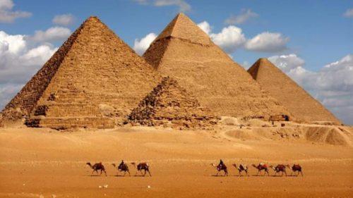 اتفاق مصر مع شركة استثمار لتشغيل منطقة أهرامات الجيزة