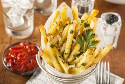 الإفراط في تناول البطاطس المقلية قد يعرض صحتك للخطر