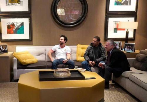 ملك الأردن يستقبل عامل نظافة لمشاهدة مباراة المنتخب الأردني