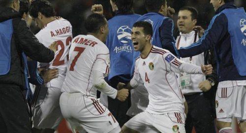 منتخب الأردن يهزم بطل آسيا ويحقق أول فوز عربي في البطولة