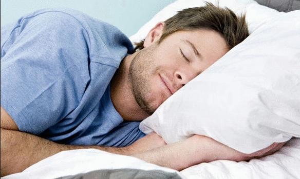 العلم يكشف تداعيات النوم في وقت متأخر