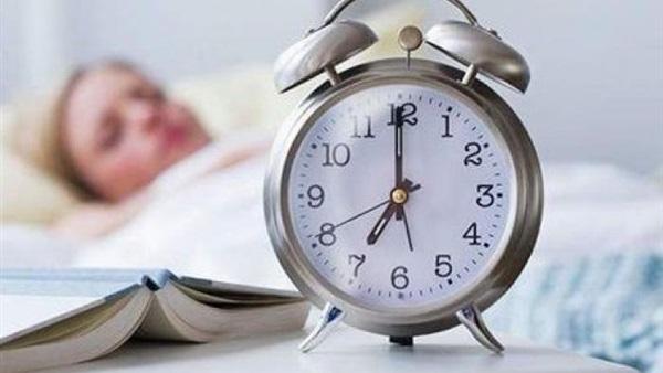 فوائد الاستيقاظ من النوم مبكرا.. العلم يحسم الأمر
