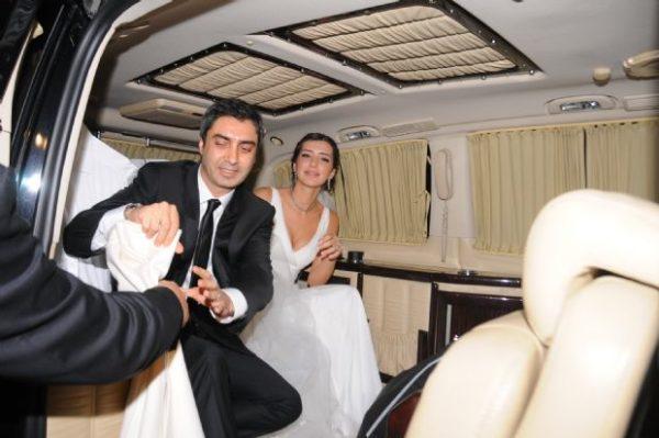 مراد علمدار بطل مسلسل وادي الذئاب يطلق زوجته