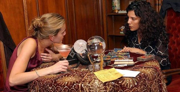فتاة تركية تدفع مبلغ للحصول على الحب.. وسجن العرافة