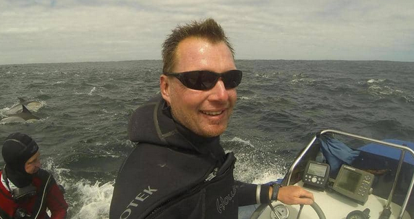 مصور غواص يتحدث عن لحظات رعب بين فكي الحوت