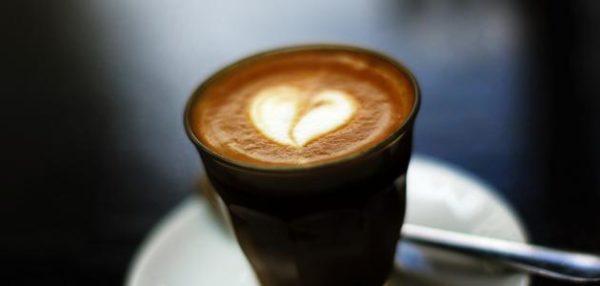 حليب مع شاي وقهوة يحمي من سرطان المريء