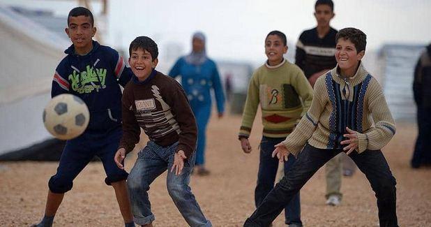 ما هو دور أرسنال الإنجليزي في مخيمات اللاجئين السوريين