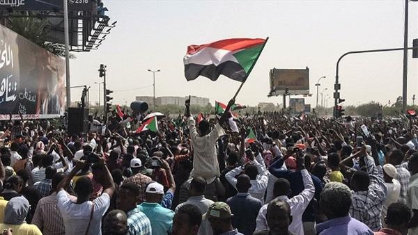 السودان : تواصل الاعتصام في الخرطوم والمطالبة بحكومة مدنية
