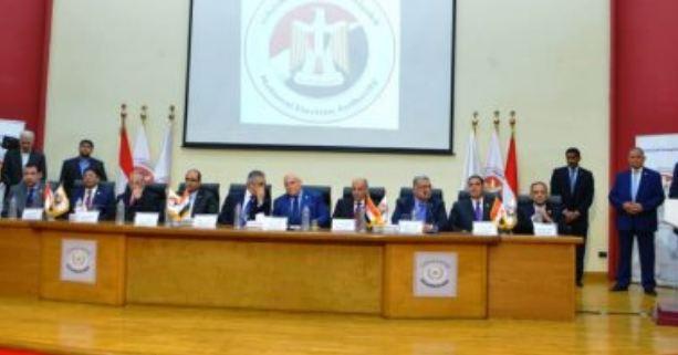 مصر.. الهيئة الوطنية تحدد ساعة راحة للمسؤولين القائمين على الاستفتاء