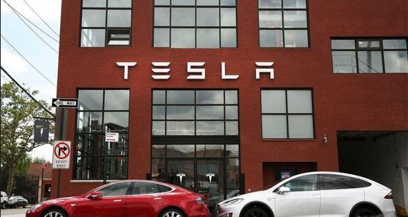 تيسلا تخطط لإطلاق شبكة Robotaxi ذاتية القيادة العام المقبل