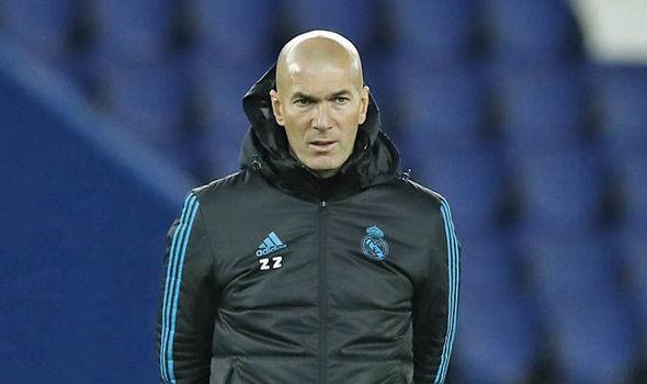 زيدان يدافع عن لاعبيه بعد خسارة ريال مدريد أمام فالنسيا
