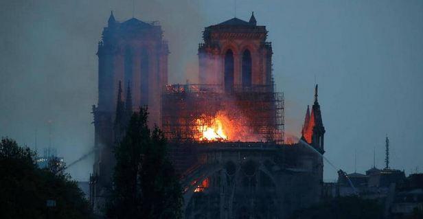مصر تعلق على حريق نوتردام في العاصمة الفرنسية