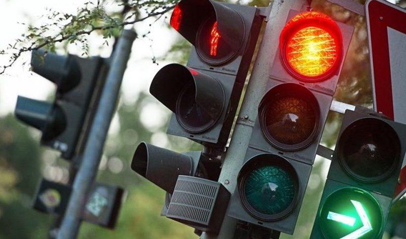 إشارات مرور تحلل نية الشخص في عبور الشارع