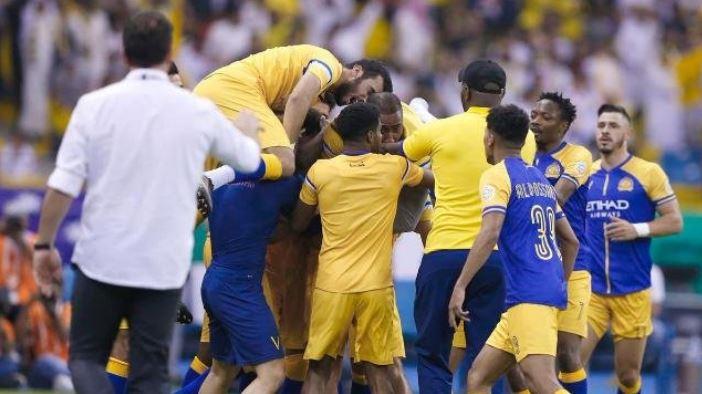 النصر يتوج بلقب الدوري السعودي بعد فوزه على الباطن بثنائية
