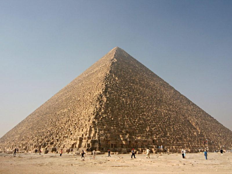 مصر: إلقاء القبض على متسلق الهرم الأكبر عقب مطاردة