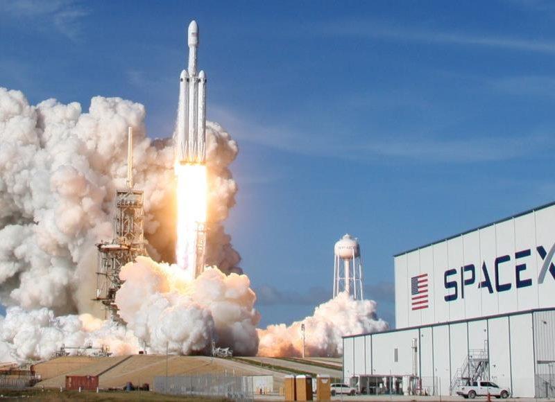 تأجيل عملية إطلاق 60 قمر صناعي لخدمة الإنترنت مرة أخرى