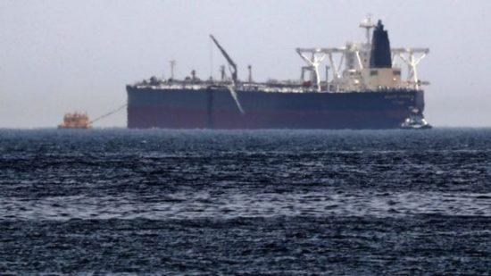 ناقلتي نفط في خليج عمان يتعرضن لهجوم