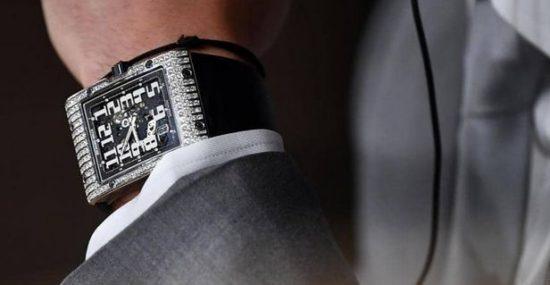 ساعة هازارد تجذب الأنظار خلال تقديمه.. السعر والمواصفات