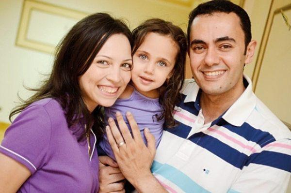 أفضل 10 وسائل وطرق لتعامل الأب والأم مع الأطفال