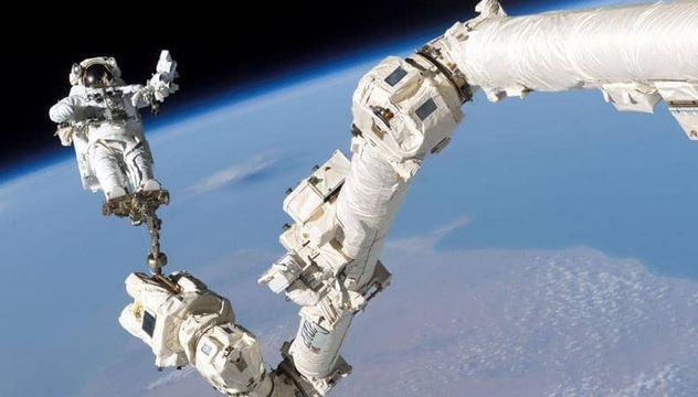 وكالة ناسا تستعد لسير فضائي كامل من النساء