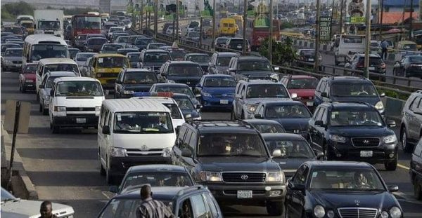 فكرة عبقرية في مومباي لمنع أبواق السيارات في إشارات المرور